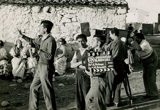 Berlanga durante el rodaje en Guadalix de la Sierra. Colección García Berlanga.